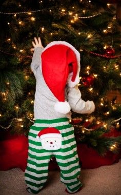 2013 Christmas kids photo, Creative picture idea of Christmas, baby wearing red and green costume photo for 2013 Christmas