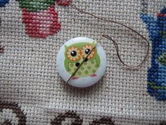 Never lose a needle again! This beautiful green owl needle minder is made with wooden buttons and strong magnets! The back magnet has a Needle Minders, Magnets, Owl, Strong, Buttons, Christmas Ornaments, Holiday Decor, Green, Etsy