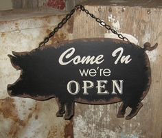 New Primitive Farmhouse Rustic Black Pig Open Closed Metal Sign Primitive Homes, Primitive Kitchen, Country Primitive, Country Kitchen Restaurant, Country Kitchen Farmhouse, Country Homes, Cream Walls, Kitchen On A Budget, Wall Signs