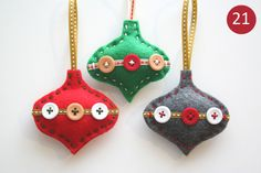 Are you bored with your Christmas tree ornaments? We offer you 20 beautiful felt Christmas ornaments ideas which you can craft by yourself. Felt Christmas Decorations, Christmas Ornaments To Make, Christmas Sewing, Holiday Crafts, Christmas Crafts, Christmas Patterns, Christmas Christmas, Tree Decorations, Romantic Decorations
