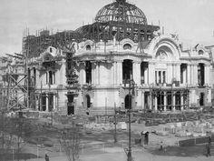 Palacio de Bellas Artes en construcción, Ciudad de México.