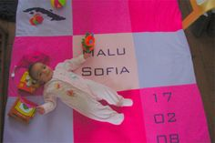 Malu Sofia op haar geboortekleed