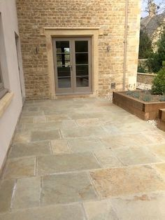 Beautiful Livingstone Sawn Edge Cotsway Limestone Paving Slabs are a stylish choice to suit both contemporary or traditional settings. Limestone, Patio Design, Limestone Patio, Traditional Garden, Patio Flooring, Cottage Garden, Patio Layout, Contemporary Garden