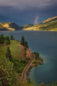 A sweeping section of railway track along the edge of Kalamalka Lake, Okanagan Valley, British Columbia, Canada Ottawa, Landscape Photography, Nature Photography, Landscaping Images, Landscape Quilts, America And Canada, Peaceful Places, Lake Life, Beautiful Beaches