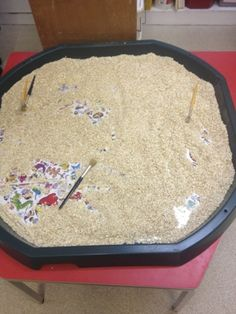 Picture under porridge oats. Great for motor dexterity and talk - like the idea of pictures underneath to aid conversation Eyfs Activities, Nursery Activities, Preschool Activities, Outdoor Activities, Autumn Activities, Tuff Spot, Abc Does, Early Years Classroom, Early Years Maths