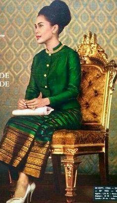 King Bhumipol, King Rama 9, King Of Kings, Asian Party, Thai Fashion, Queen Sirikit, Bhumibol Adulyadej, Thai Style, Kate Middleton