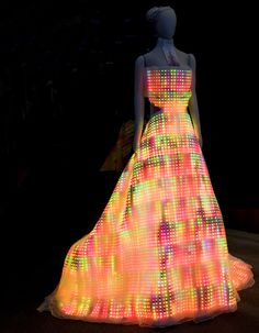 """You'll definitely light up a room in this outfit! The Galaxy Dress is the center piece of the """"Fast Forward: Inventing the Future"""" exhibit at the Museum of Science and Industry in Chicago. (via Cosas Cool)"""