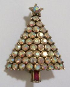 HOLLYCRAFT-SIGNED-Rare-Petite-AB-47-Rhinestone-Christmas-Tree-Brooch-Pin-1-3-8