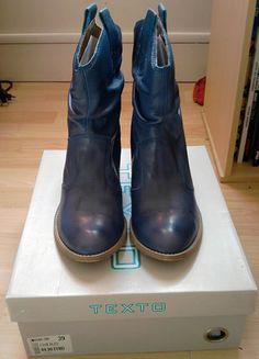 À vendre sur #vintedfrance ! http://www.vinted.fr/chaussures-femmes/bottes-and-bottines/34732280-bottines-en-cuir-bleu-texto-t39