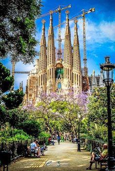 amazing.quenalbertini: Sagrada Familia in Barcelona, Spain via incredible-pixs.blogspot
