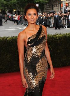 Why is she so gorgeous? I love the dress!