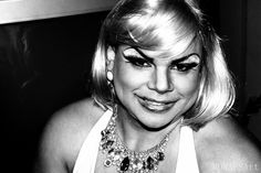 - Essa é Marilyn, ela é quente, ela é ousada, é apenas Marilyn.