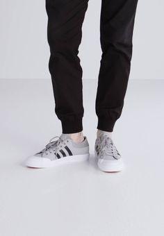 5287ea7058b11d adidas Originals MATCHCOURT - Sneaker low - solid grey core black -  Zalando.de