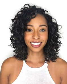 Haircuts For Wavy Hair, Curly Hair With Bangs, Curly Hair Tips, Cool Haircuts, Cool Hairstyles, Latest Hairstyles, Wedding Hairstyles, 3b Hair, Shoulder Length Curly Hair