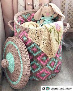 The most beautiful Crochet basket and straw models Crochet Afghans, Crochet Motifs, Tapestry Crochet, Crochet Doilies, Crochet Stitches, Toy Basket, Knit Basket, Basket Weaving, Crochet Home