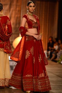 Want to buy Indian designer bridal Lehenga and personalized designer Lehenga Online? Get Latest Lehenga Designs Online Shopping at Carma Online Shop. Shop Now or step in to our nearest store to check the collection. Designer Bridal Lehenga, Indian Bridal Lehenga, Indian Dresses, Indian Outfits, Indian Clothes, Pakistani Wedding Outfits, Bridal Outfits, Nikkah Dress, Booties Outfit