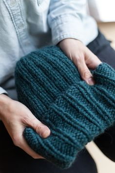 Beanie Knitting Patterns Free, Free Knitting, Cross Stitching, Diy Clothes, Color Combos, Fingerless Gloves, Arm Warmers, Knitted Hats, Free Pattern