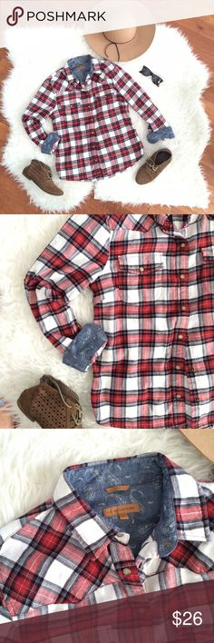 Plaid Flannel Western Shirt The perfect fall flannel! Wear it as a light jacket, tied around your waist with a skater dress, or with dark skinny jeans - an instant win! Great pearly detail snap buttons, and chambray lining that's SO cute when you roll up the sleeves! Pit to pit: 19in, shoulder to hem: 25.5in. Gently worn, excellent condition. Jachs Tops Button Down Shirts