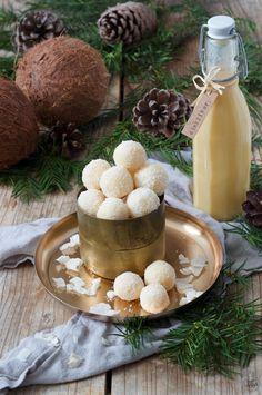 Eierlikörkugeln Rezept - Leckere Eierlikörkugeln als Ergänzung zur Weihnachtsbäckerei oder als Geschenk aus der Küche. // chocolate egg liqueur balls recipe - white chocolate egg liqueur balls are quick and easy to make Christmas cookies and a nice gift too. // Sweets & Lifestyle®️️ #eierlikör #eierlikörkugeln #weihnachtsbäckerei #weihnachtskekse #weihnachen #rezept #kokos #geschenkausderküche #eggliqueur #eggliqueurballs #chocolateeggliqueurballs #recipe #sweetsandlifestyle New Easy Recipe, Recipe Tasty, Eggnog Recipe, Girl Party Foods, Banana Dessert, Cakes And More, Christmas Baking, Finger Foods, Balls Recipe
