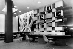(Foto: Bibliothèque pour l'agence Air France a Londres, 1957 - Copyright Archives Charlotte Perriand, ADAGP 2012)