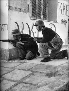 Δεκέμβρη του 1944 : Dmitri Kessel Ukraine, Greek History, Yesterday And Today, Military History, Anthropology, Athens, Old Photos, Wwii, Nostalgia