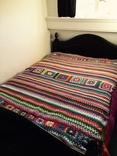 Proud to have a friend with so much patience and to have this beautiful handmade blanket for our daugther