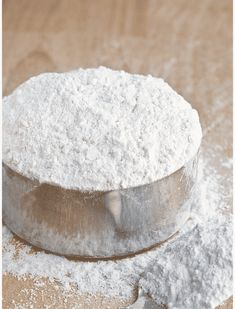 Learn to make homemade cake flour. It's very easy and cheap cake flour substitute, rather than buying it at the store. You only need 2 ingredients: all purpose flour and cornstarch! Homemade Cake Flour Recipe, Homemade Cakes, How To Make Homemade, How To Make Cake, Cupcake Recipes, Cupcake Cakes, Cupcakes, Flour Recipes, Cooking Recipes
