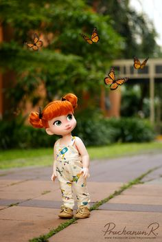 Redressed Anna doll from the Disney a store.great pic, too! Disney Barbie Dolls, Disney Princess Dolls, Disney Animator Doll, Ag Dolls, Cute Dolls, Girl Dolls, Disney Animators Collection Dolls, Sasha Doll, Sweet Pic