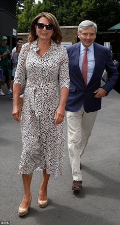Her dress was paired with espadrille wedge pumps and a quilted chain bag, while her husband, was dapper in a navy blazer and chinos Kate Middleton Parents, Carole Middleton, Princess Diana Family, Princess Kate, Prince William And Kate, William Kate, Duchess Kate, Duchess Of Cambridge, Queen Liz