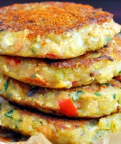 These spicy vegan lentil cakes are perfect for satisfying your spicy food cravings! They're easy to make, protein-rich and have a spicy and smoky flavor Best Vegan Recipes, Spicy Recipes, Clean Recipes, Veggie Recipes, Fish Recipes, Vegan Vegetarian, Vegetarian Recipes, Vegan Meals, Food Cravings