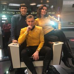 "On The Set Of The Enterprise ""Star Trek - Discovery"" Star Trek 1, Star Trek Ships, Star Trek Enterprise, Star Trek Voyager, Uss Discovery, Star Trek Convention, Anson Mount, Rebecca Romijn, Pose Reference Photo"