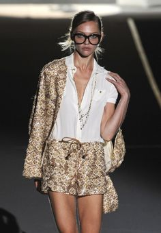 odianne:    Sasha Pivovarova at Dsquared2 S/S 2011