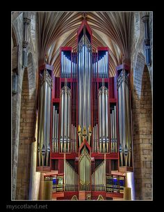 Modern-looking, but very majestic organ in St Giles Cathedral, Edinburgh
