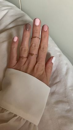 colored nails bunte N gel Nail Trend 2019 Essie nails nail polish nail art pink nails Rosa N gel Hair And Nails, My Nails, S And S Nails, Nagellack Trends, Dipped Nails, Minimalist Nails, Manicure And Pedicure, Manicure Ideas, Gel Manicure Designs