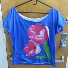 Aeropostale Womens Tulip Graphic T-Shirt Worn a couple of time but still in a great condition Aeropostale Tops Tees - Short Sleeve