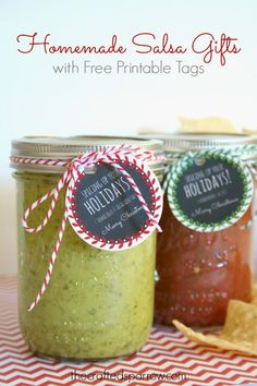 Homemade Salsa Gifts with Free Printable Tags for Christmas thecraftedsparrow.com