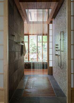 salle de bain magnifique avec douche encastrée à effet pluie