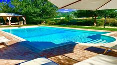 Soveplass til Todi ved bassenget, 3 km . Villa, Outdoor Decor, Home Decor, Alternative, Decoration Home, Room Decor, Home Interior Design, Fork, Villas