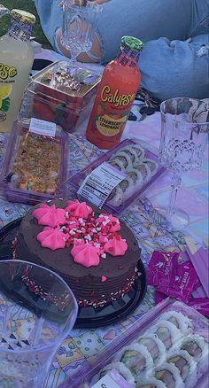 Picnic Date Food, Picnic Time, Picnic Foods, Summer Picnic, Cute Food, Yummy Food, Comida Picnic, Picnic Essentials, Date Recipes