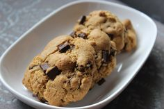 Olive oil choc chip cookie is another of my favourite baking recipe. I use Whittaker's 70% Dark Ghana chocolate and Extra Virgin olive oil #PiagetRose
