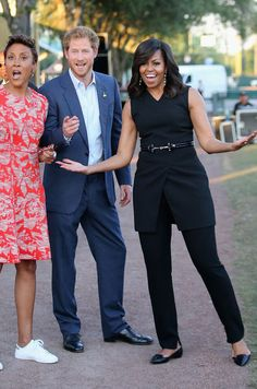 Prince Harry, First Lady Michelle Obama and presenter Robin Roberts ahead of the Opening Ceremony of the Invictus Games Orlando 2016 at ESPN Wide World of Sports on May 2016 in Orlando, Florida. Mode Michelle Obama, Michelle Obama Fashion, Barack And Michelle, Meghan Markle, Prince Harry, Barack Obama Family, Robin Roberts, First Black President, Black Presidents