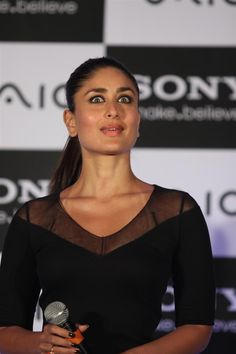 Kareena Kapoor at The Launch of New Sony Vaio Laptops. | Bollywood Cleavage
