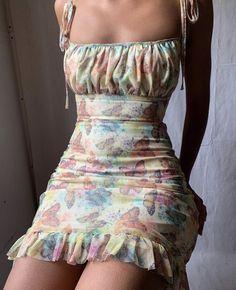 Summer Fashion Tips .Summer Fashion Tips Aesthetic Fashion, Aesthetic Clothes, Look Fashion, 90s Fashion, Fashion Dresses, Fashion Sewing, Fashion Clothes, Fashion Women, Aesthetic Body