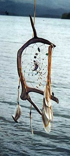 This is my favorite dream catcher. Los Dreamcatchers, Diy And Crafts, Arts And Crafts, Antler Art, Deco Nature, Medicine Wheel, Deer Antlers, Nature Crafts, Native American Art