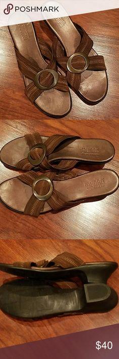 Munro barely used slip on kitten heel sandals sz 8 . munro Shoes Sandals