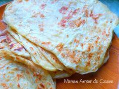 msemen ou crêpes feuilletées connues aussi sous le nom de madlouka, mwareka ou amwarak ou encore maarek, recette traditionnelle algerienne