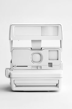 POLLAROID Look beyond gold extras to give your resort look a tropical flair, try white accessories All White, Pure White, White Light, Classic White, Snow White, Blanco White, White Camera, Tips & Tricks, Vintage Cameras