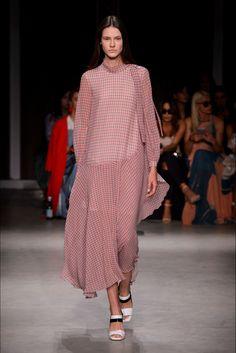 2c08589e1528 Guarda la sfilata di moda Maryling a Milano e scopri la collezione di abiti  e accessori