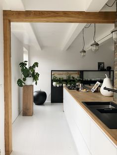 """House Tour with """"Jellina Detmar"""" – - Home Page Country Style Kitchen, Kitchen Interior, Kitchen Inspirations, Interior, Small Space Kitchen, House Interior, Open Plan Kitchen Diner, Decorative Room Dividers, Home And Living"""