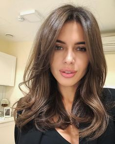Long Wavy Ash-Brown Balayage - 20 Light Brown Hair Color Ideas for Your New Look - The Trending Hairstyle Haircuts For Medium Hair, Medium Hair Cuts, Long Hair Cuts, Medium Hair Styles, Curly Hair Styles, Medium Brown Hair, Haircut For Medium Length Hair, Wavy Hair, Hot Haircuts
